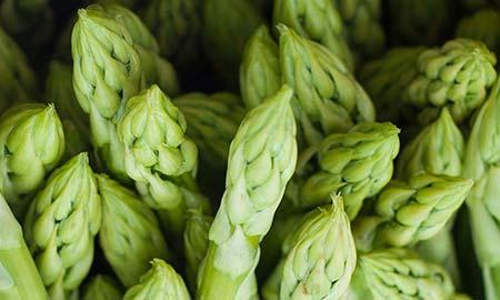 Groene asperges schillen, hoe doe je dat nu eigenlijk?