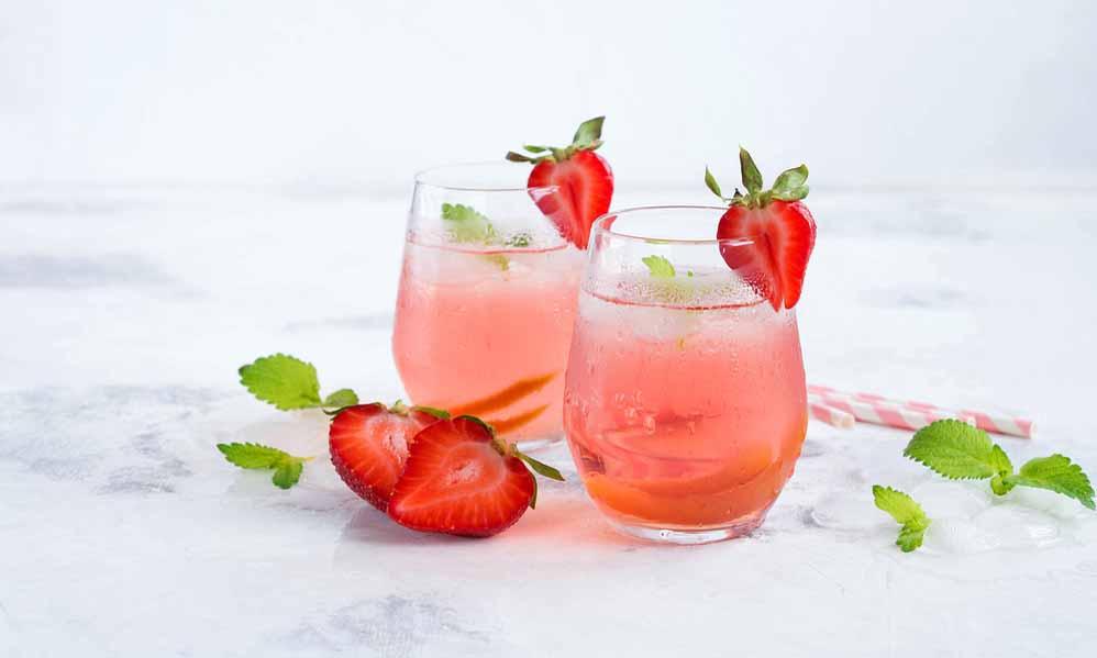 Fruitige aardbeienlimonade met citroen